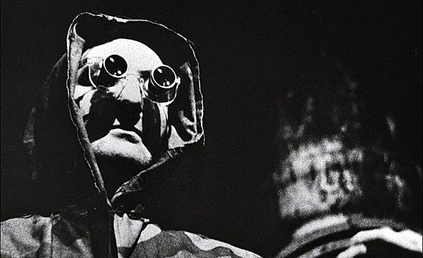 Remake/Remodel: La jetée (1962) vs. 12 Monkeys (1995)